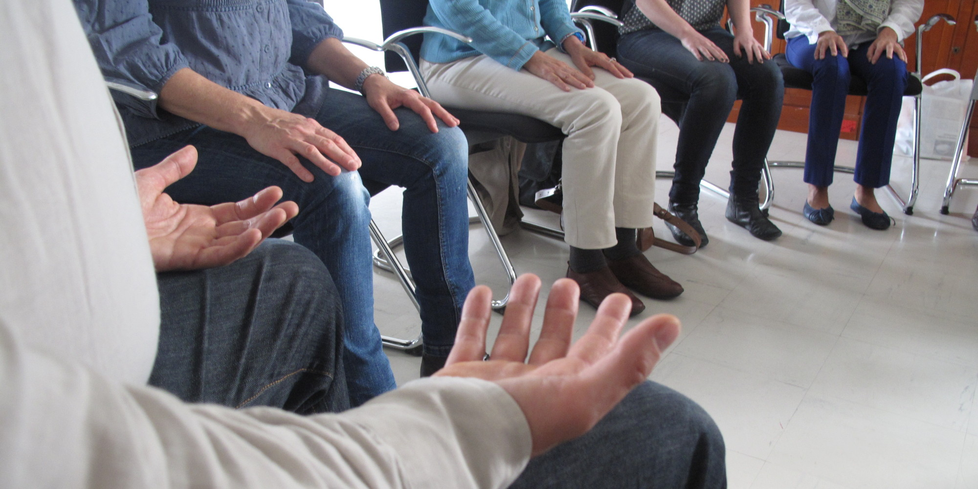 entreprise mediter sur chaise